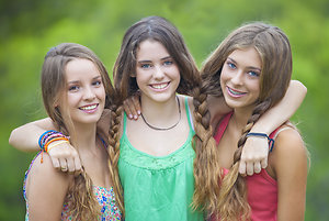 3 teen girls